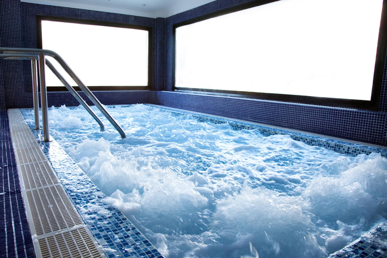 Spa fitness hotel piolets park spa en soldeu andorra - Jacuzzi para interior ...