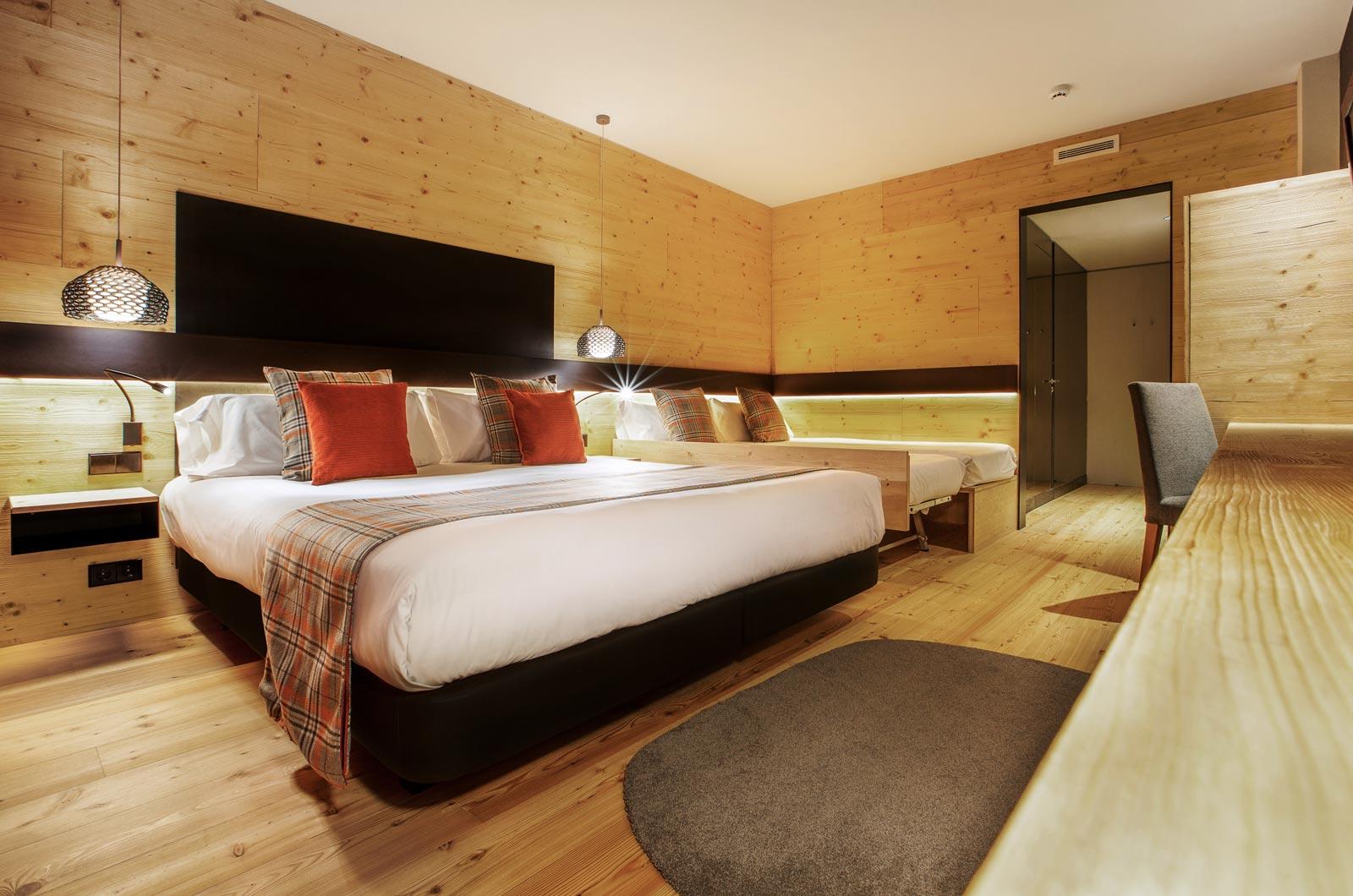 Habitaciones totalmente reformadas en soldeu andorra for Habitacion cuadruple